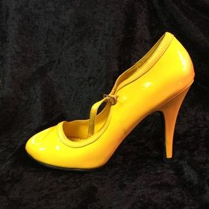 Yellow Charlotte Russe shoes size 9